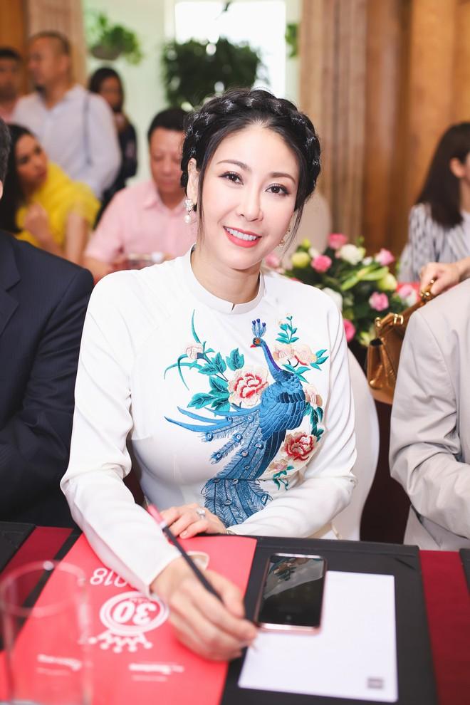 Hà Kiều Anh khoe nhan sắc trẻ đẹp sau 26 năm đăng quang hoa hậu - Ảnh 9.