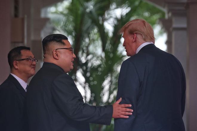 Thượng đỉnh Mỹ - Triều: Những hình ảnh thân mật không ngờ giữa Tổng thống Trump và lãnh đạo Triều Tiên Kim Jong-un 6