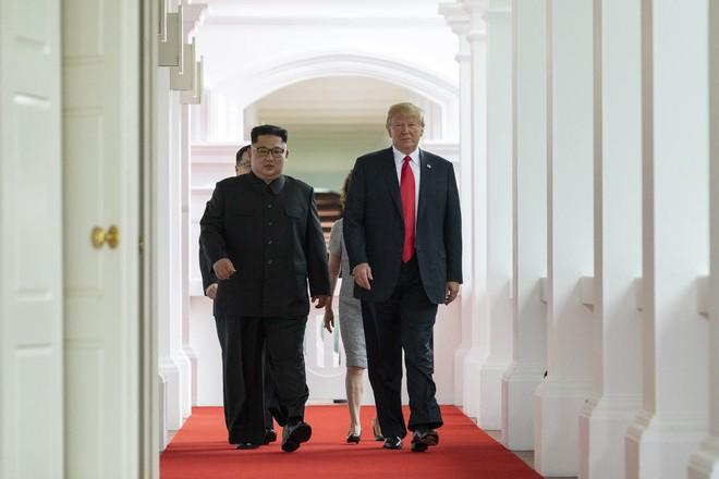 Thượng đỉnh Mỹ - Triều: Những hình ảnh thân mật không ngờ giữa Tổng thống Trump và lãnh đạo Triều Tiên Kim Jong-un 5