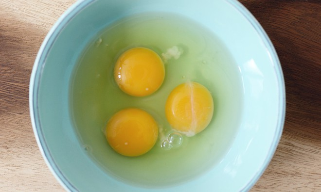Để tránh mua nhầm trứng cũ hay bị ung thối, bà nội trợ nào cũng nên biết những điều này! - Ảnh 2.