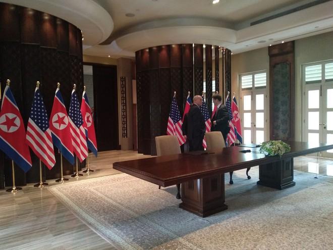 Lãnh đạo Mỹ - Triều đột ngột vào 2 phòng riêng biệt, chuẩn bị có ký kết? - Ảnh 1.