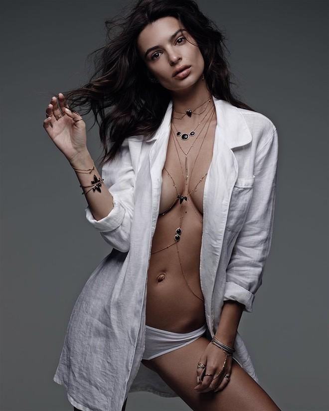 Nữ hoàng bikini Emily Ratajkowski: Cả đời gặp rắc rối vì quá nóng bỏng, xinh đẹp - Ảnh 1.