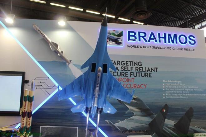 Vì sao Nga và Trung Quốc không mang vũ khí nào tới triển lãm quốc phòng ở Paris? - Ảnh 1.