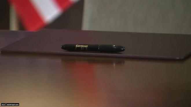 Vì sao ông Kim dùng bút của em gái để ký thỏa thuận chung? - Ảnh 1.