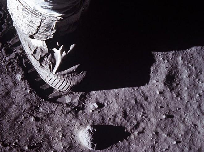 Bí ẩn 40 năm về nhiệt độ Mặt trăng tăng lên được hoá giải: Có thể do lỗi của phi hành gia Apollo - Ảnh 2.