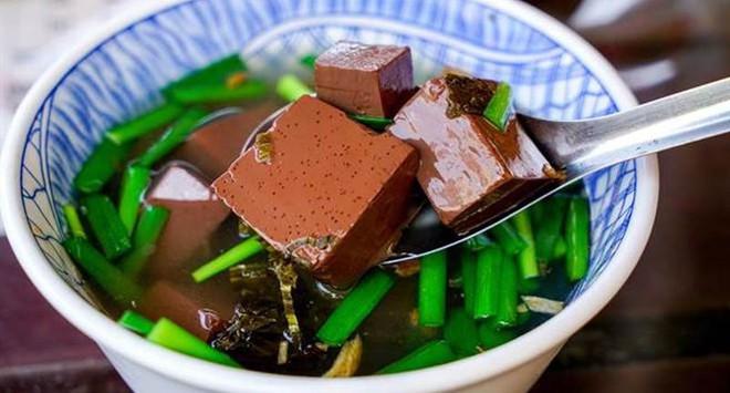 Tiết vịt có 1 dinh dưỡng cao gấp 19 lần tiết lợn: Công nhân vệ sinh tuyệt vời của cơ thể - Ảnh 1.
