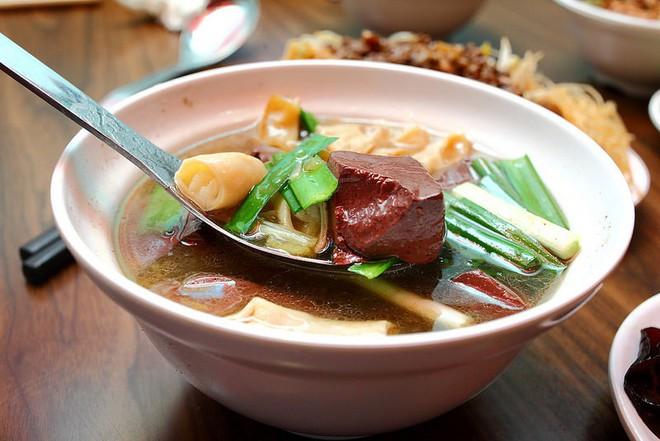 Tiết vịt có 1 dinh dưỡng cao gấp 19 lần tiết lợn: Công nhân vệ sinh tuyệt vời của cơ thể - Ảnh 4.