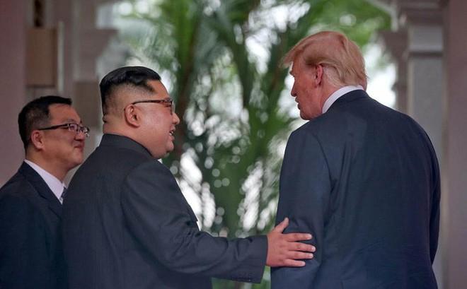 Hai người nắm giữ bí mật về cuộc họp kín giữa ông Trump và ông Kim