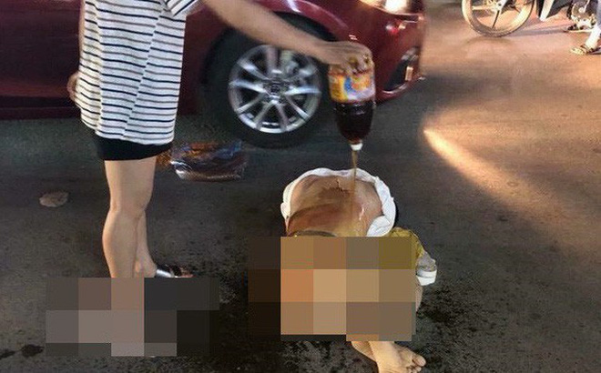 Công an triệu tập nhóm người đánh ghen, lột đồ, đổ nước mắm lên người cô gái giữa phố