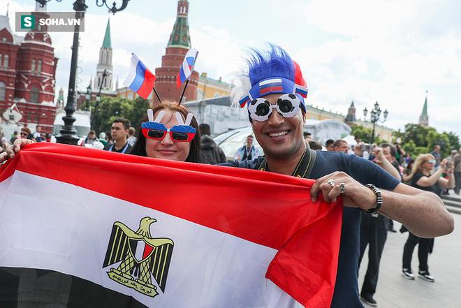 Cổ động viên ùn ùn chờ khai mạc, World Cup 2018 giúp FIFA thu tiền kỷ lục - Ảnh 3.