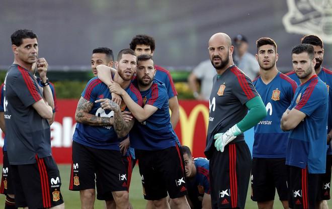 Với Fernando Hierro, bò tót Tây Ban Nha mang trong mình bộ gen Champions League - Ảnh 4.