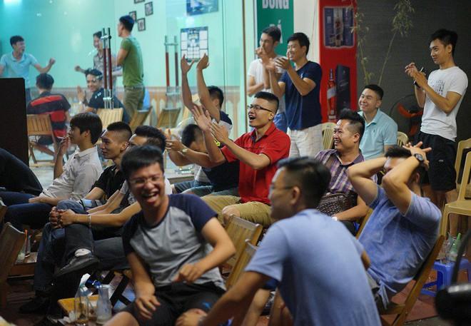 Vì sao đa số hàng quán Việt Nam được phép chiếu World Cup không cần xin phép? - Ảnh 1.