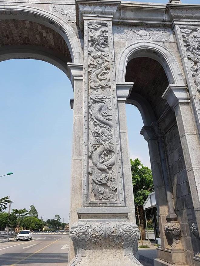 Cận cảnh cổng làng 11 tỷ ở Ninh Bình - Ảnh 2.