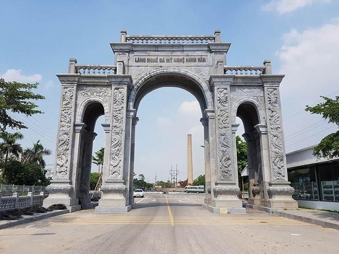 Cận cảnh cổng làng 11 tỷ ở Ninh Bình - Ảnh 4.