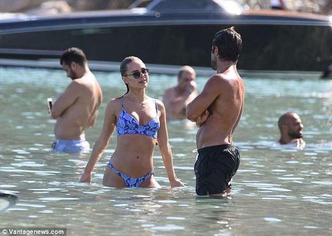Mỹ nhân bikini Kimberley Garner quyến rũ hút hồn ở Hy Lạp - ảnh 9
