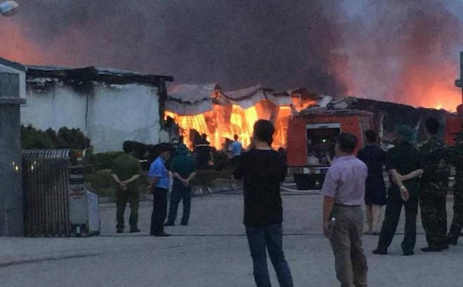 Cháy dữ dội trong đêm, 3 nhà xưởng của công ty Yakjin bị thiêu rụi