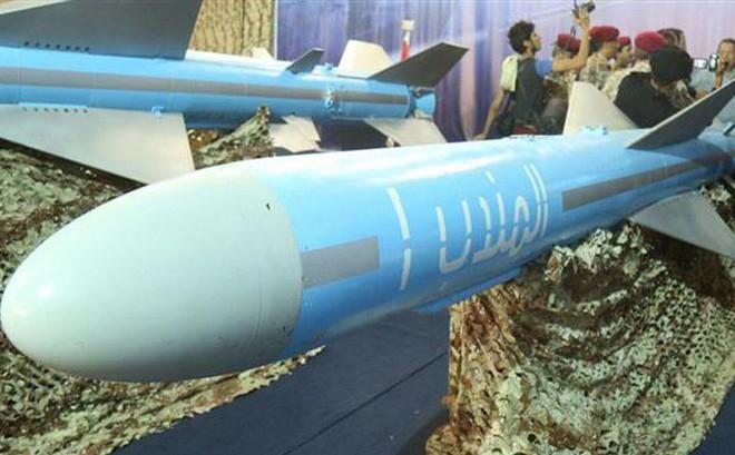 Chỉ với 2 quả tên lửa diệt hạm, Houthi đã bẻ gãy đòn đột kích ồ ạt từ biển của liên quân