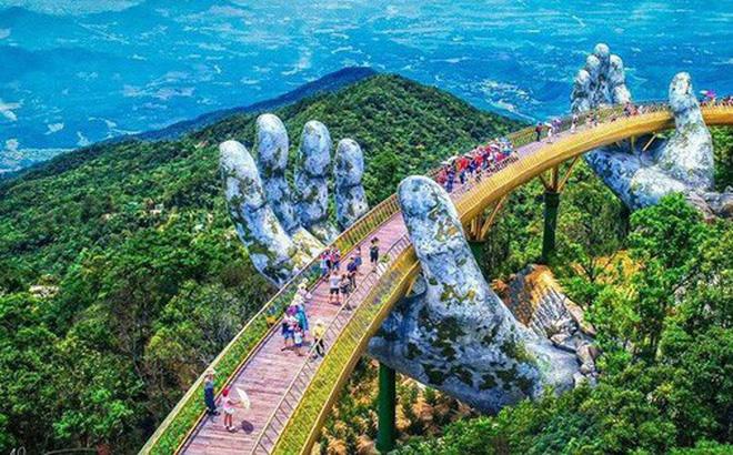 Kết quả hình ảnh cho cây cầu vàng với bàn tay khổng lồ