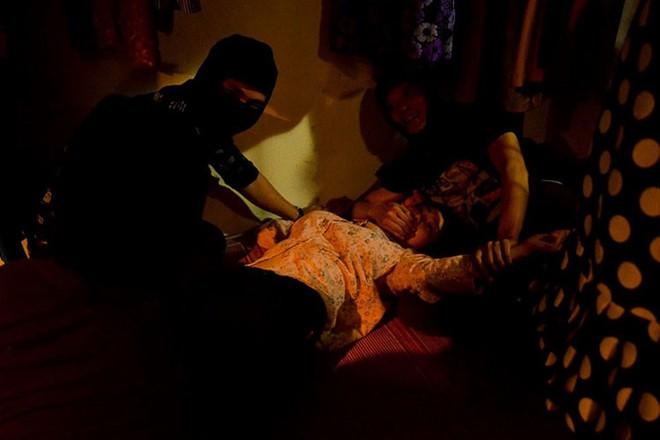 Phim Quỳnh búp bê trên VTV: Nhà có trẻ dưới 18 tuổi, sợ không dám xem vì bạo lực và sexy! - Ảnh 7.