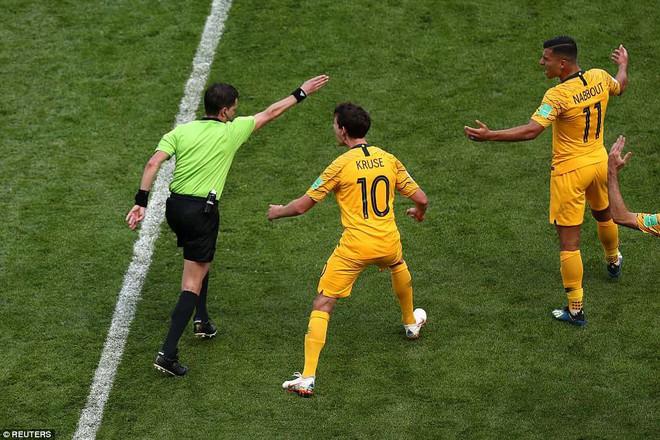 Cần đến 2 'người bạn', Pogba mới giúp tuyển Pháp vật vã bước qua nổi trận khai màn 1