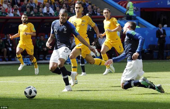 Cần đến 2 'người bạn', Pogba mới giúp tuyển Pháp vật vã bước qua nổi trận khai màn 17
