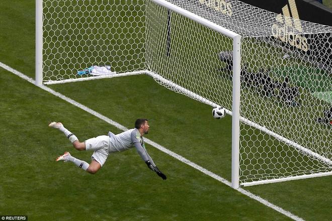 Cần đến 2 'người bạn', Pogba mới giúp tuyển Pháp vật vã bước qua nổi trận khai màn 25