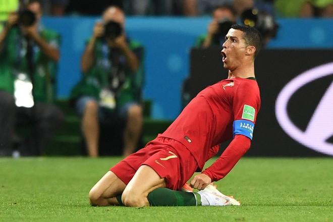 Ronaldo 'chọc ngoáy' Messi bằng độc tác ăn mừng kỳ cục 2