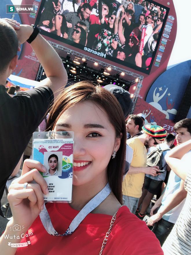 Hoa hậu Việt Nam tới sân dự khán, cổ vũ Đức trước Mexico 1
