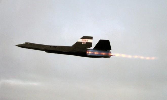 Siêu máy bay do thám Mỹ: Thoát hiểm hàng nghìn vụ tấn công tên lửa trong suốt 24 năm - Ảnh 2.