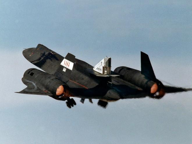Siêu máy bay do thám Mỹ: Thoát hiểm hàng nghìn vụ tấn công tên lửa trong suốt 24 năm - Ảnh 3.