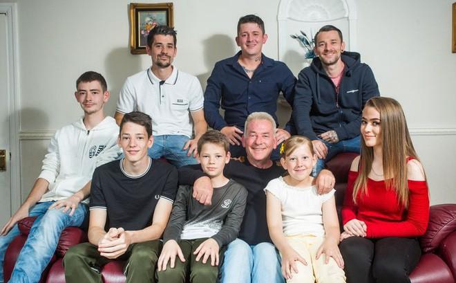 """Mẹ qua đời để lại 15 điều """"khắc cốt ghi tâm"""", giúp bố một mình nuôi dạy thành công 8 đứa con"""