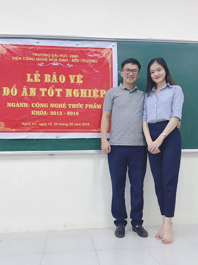 Nữ sinh được thầy giáo quỳ gối cầu hôn trên sân khấu lễ tốt nghiệp: Em cực kỳ hạnh phúc! - Ảnh 4.