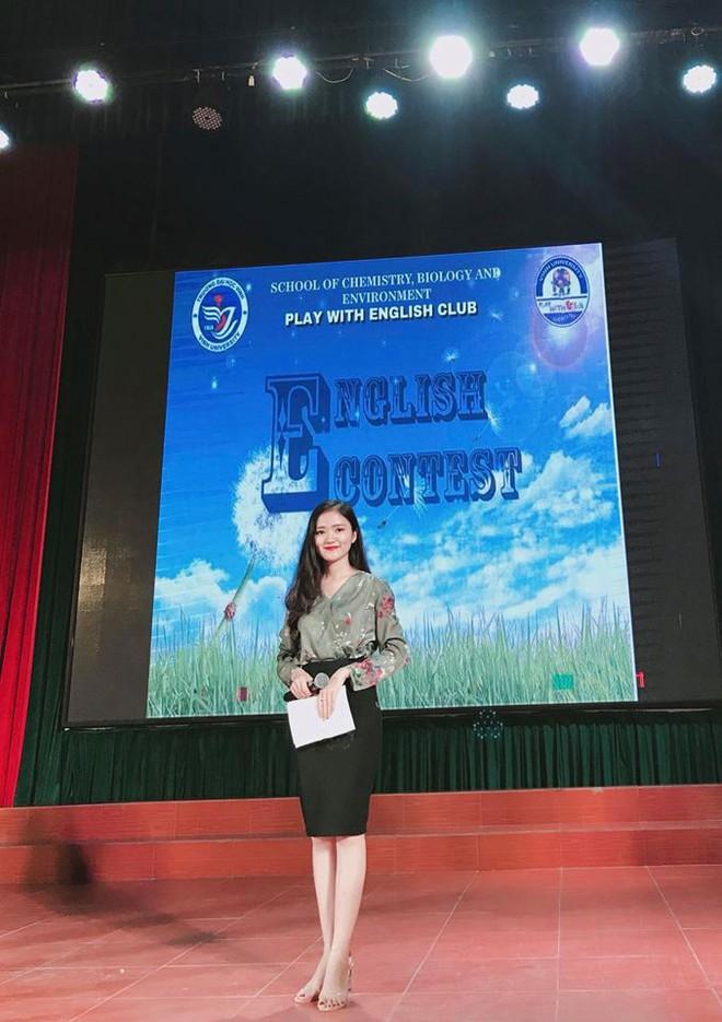 Nữ sinh được thầy giáo quỳ gối cầu hôn trên sân khấu lễ tốt nghiệp: Em cực kỳ hạnh phúc! - Ảnh 5.
