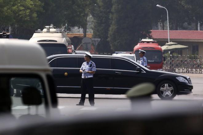 Những hình ảnh đầu tiên của đoàn xe hộ tống ông Kim Jong-un tại Bắc Kinh - Ảnh 7.