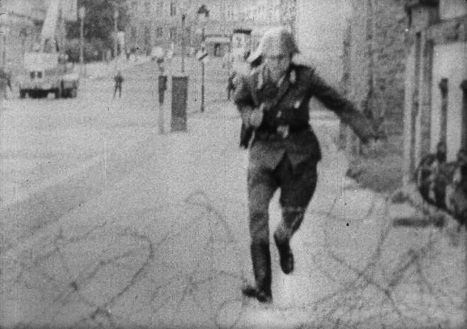 Kết cục cay đắng của người lính Đông Đức: Vượt bức tường Berlin để tìm tự do hay cái chết? - Ảnh 8.