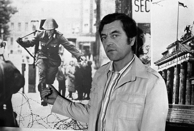 Kết cục cay đắng của người lính Đông Đức: Vượt bức tường Berlin để tìm tự do hay cái chết? - Ảnh 5.