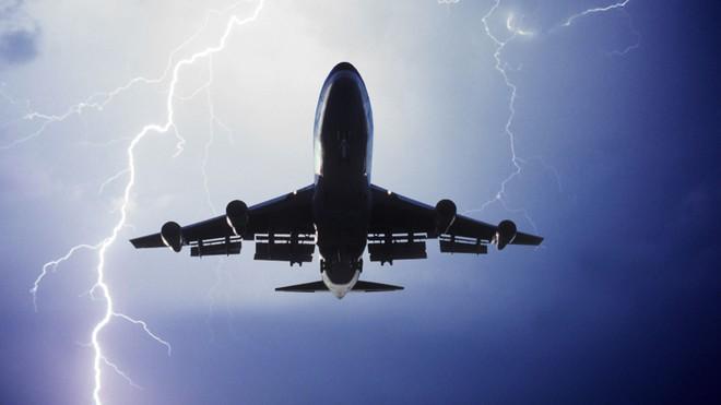 Bạn sẽ bất ngờ khi biết tại sao máy bay thường bay cao hơn đỉnh Everest - Ảnh 2.