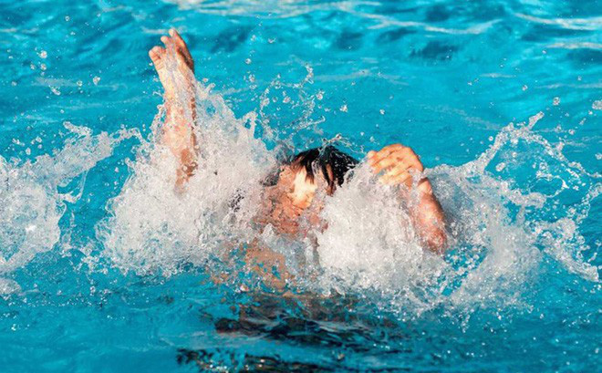 Phòng chống đuối nước: Những điều mà ngay cả người biết bơi cũng cần nắm chắc để sống sót khi đi bơi