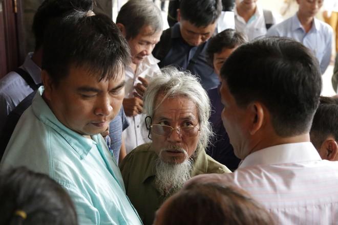 Hàng chục người bức xúc vì không được đối thoại với Bí thư Nguyễn Thiện Nhân - Ảnh 2.
