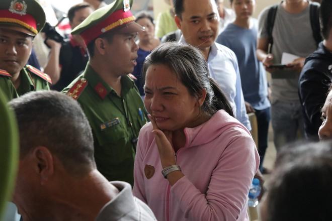 Dân Thủ Thiêm bật khóc vì không được gặp Bí thư Nguyễn Thiện Nhân - Ảnh 2.