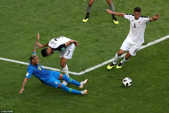 Kiên cường đến tận phút cuối cùng, Costa Rica khiến Neymar khóc như trẻ con khi hết trận 2