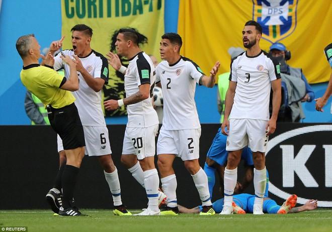 Kiên cường đến tận phút cuối cùng, Costa Rica khiến Neymar khóc như trẻ con khi hết trận 3