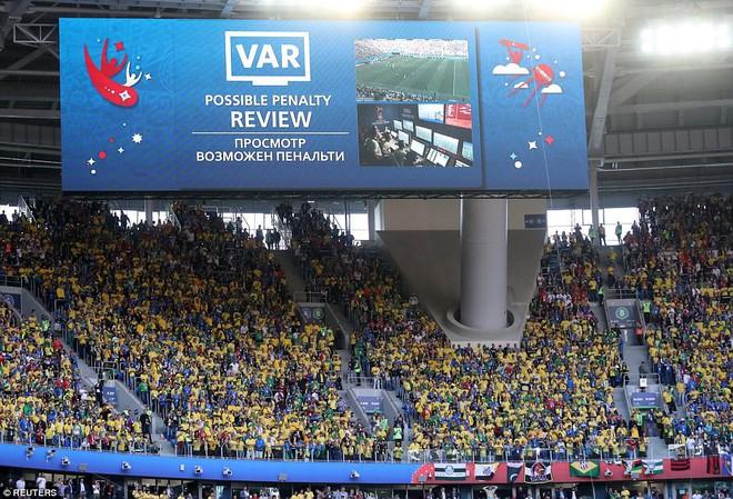 Kiên cường đến tận phút cuối cùng, Costa Rica khiến Neymar khóc như trẻ con khi hết trận 4