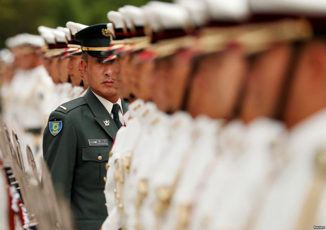24h qua ảnh: Tiêu binh Nhật Bản chuẩn bị hàng ngũ đón tướng Mỹ - ảnh 2