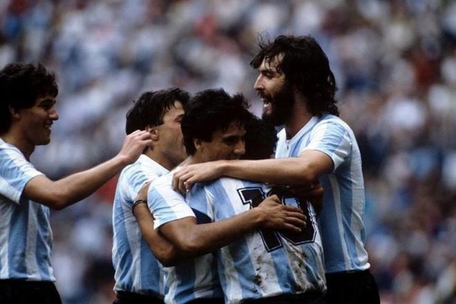 Maradona: 'Muốn Messi làm phù thủy, phải ném cho cậu áo choàng và cây chổi đã chứ!' 2