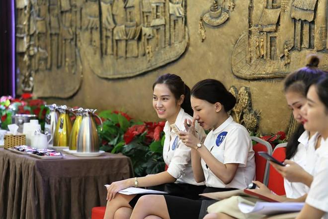 Cận cảnh nhan sắc dàn thí sinh thi tuyển cho hãng hàng không của tỷ phú Trịnh Văn Quyết - Ảnh 1.
