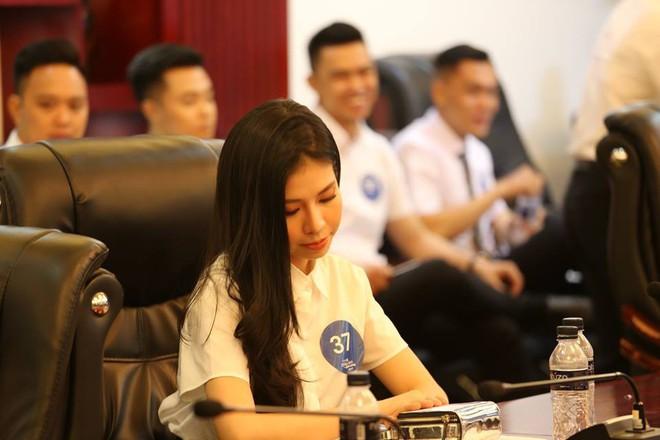 Cận cảnh nhan sắc dàn thí sinh thi tuyển cho hãng hàng không của tỷ phú Trịnh Văn Quyết - Ảnh 2.