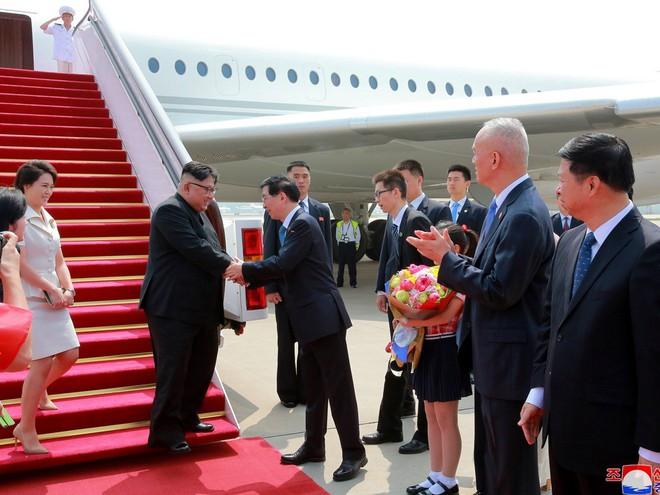 Chuyện chưa kể về sự phá lệ ngoại giao TQ dành cho ông Kim Jong-un qua các chuyến thăm - Ảnh 1.