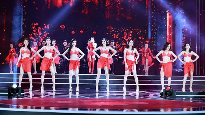 Chi Pu biểu diễn bốc lửa với 30 thí sinh HHVN trong trang phục bikini  - Ảnh 5.
