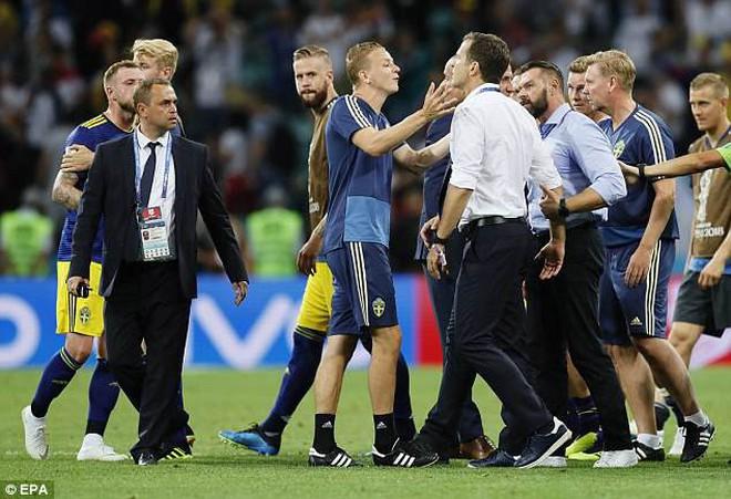 Xô xát cuối trận Đức vs Thụy Điển vì trò chơi khăm ngớ ngẩn 8